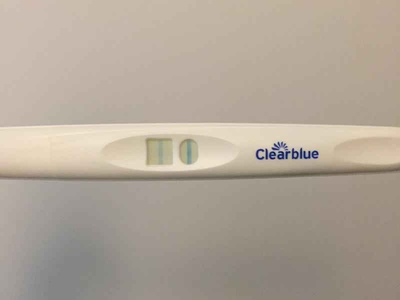 妊娠検査薬クリアブルーの陽性画像(生理予定日当日)
