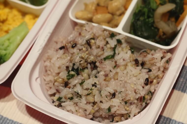 ママの休食「ビーフストロガノフ」のご飯