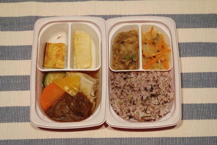 ママの休食「グリルチキンと野菜カレーソース」